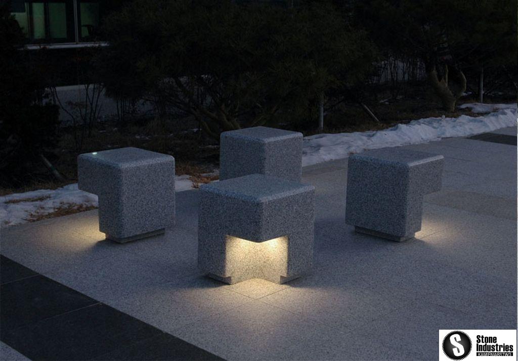 Ozdobne ławy granitowe z oświetleniem