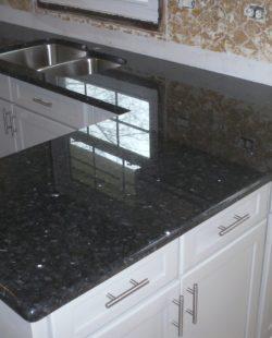 blat kuchenny wykonany z kamienia black pearl